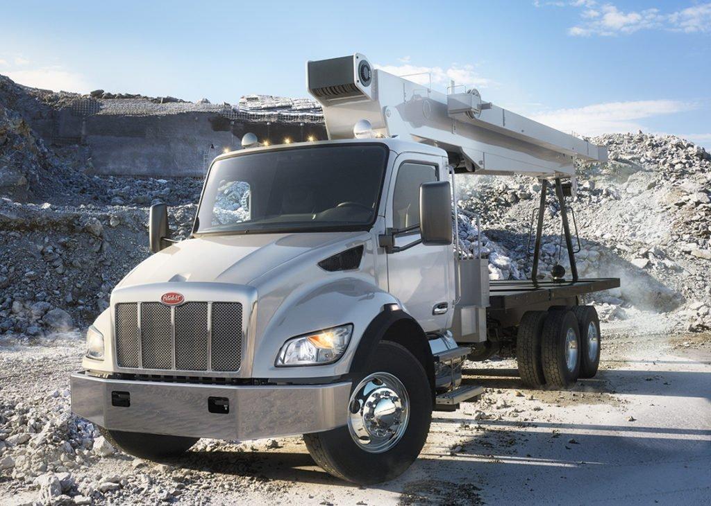 Peterbilt обновил линейку среднетоннажных грузовиков: показываем, что изменилось