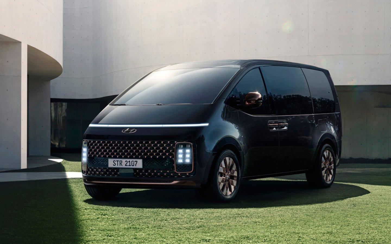 Hyundai раскрыла подробности о футуристичном минивэне Staria для России
