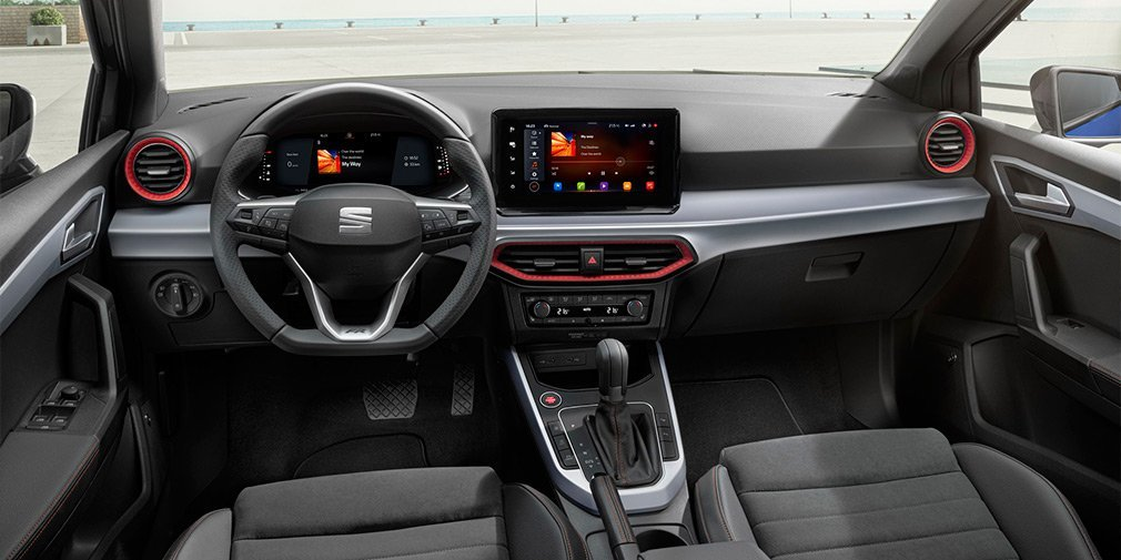 Обновлённый Seat Arona получил полностью цифровой интерьер