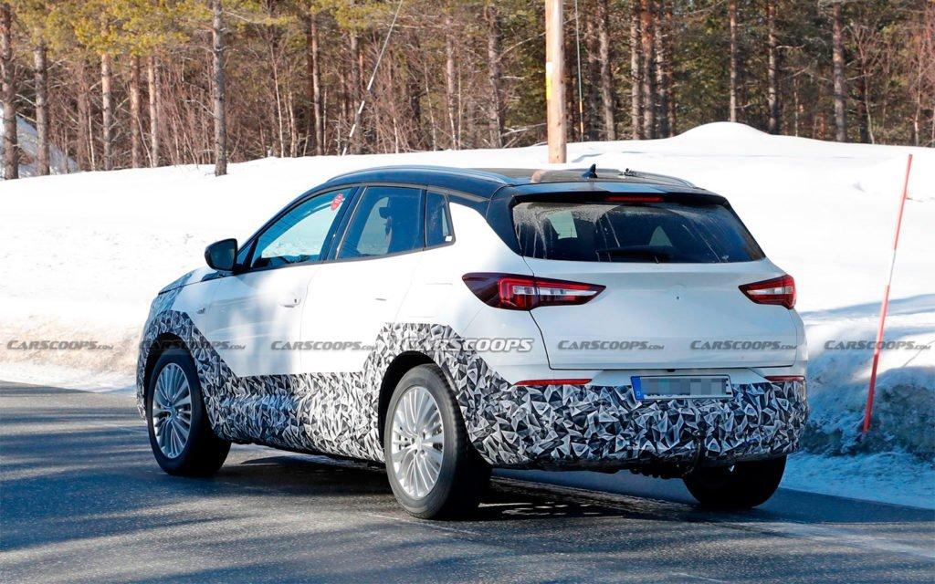 Появились первые фото обновлённого кроссовера Opel Grandland X