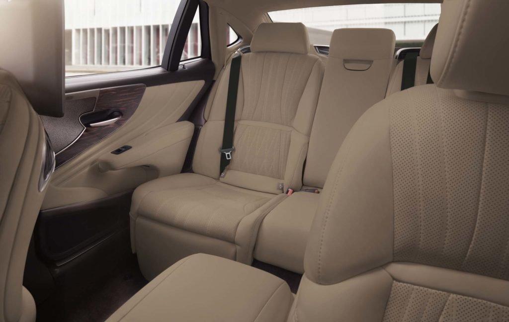 Обновленный Lexus LS уже можно заказать в России: названы цены