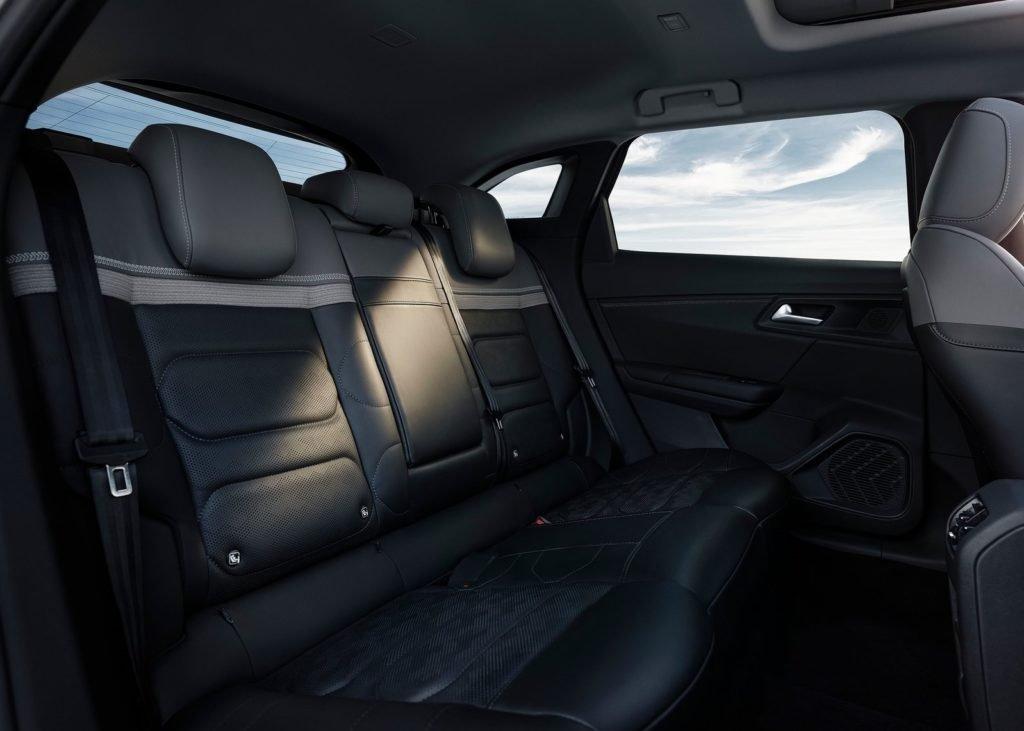 Citroen представил новый флагман C5 X, объединяющий сразу три кузова