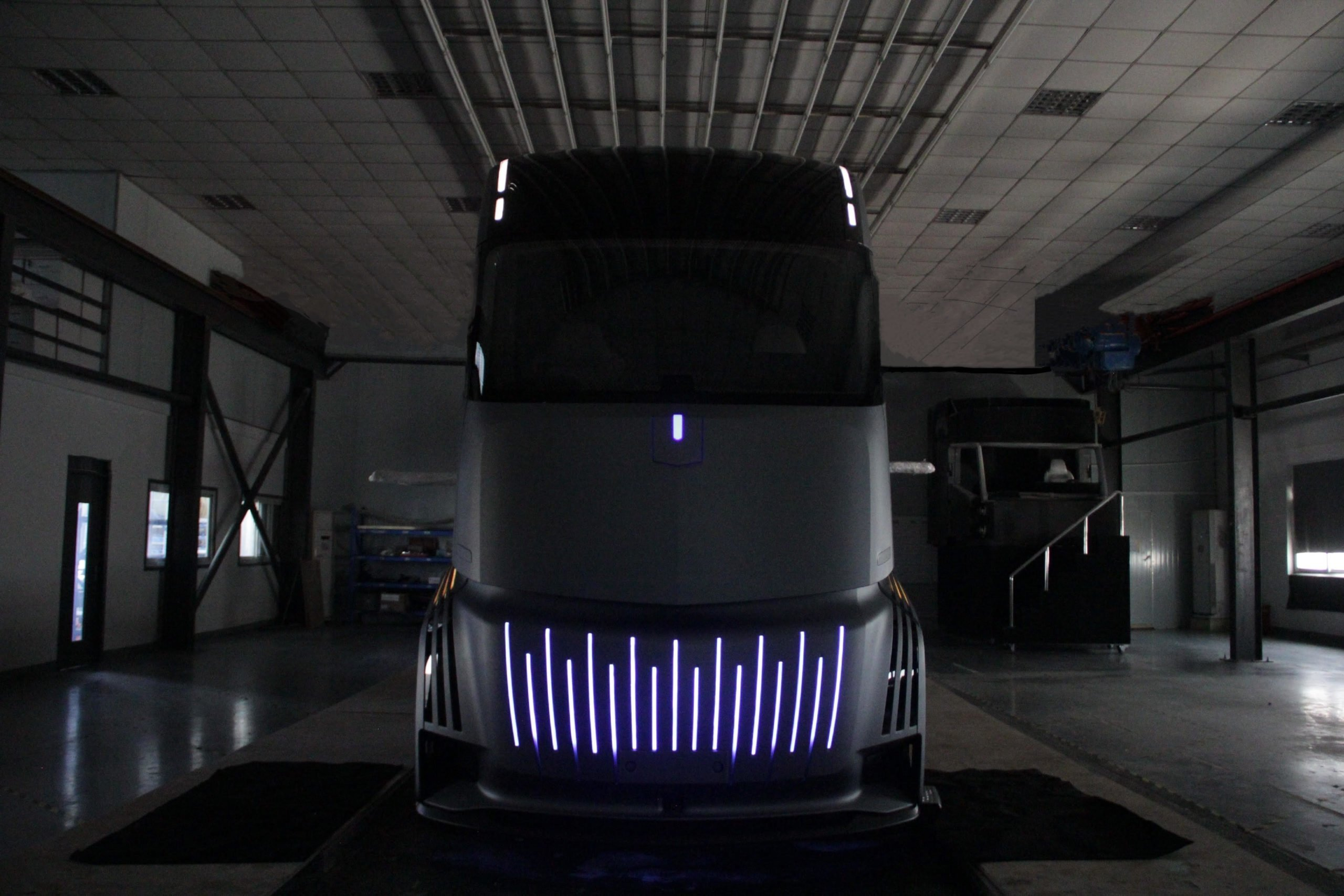 Geely создаст конкурента Tesla Semi