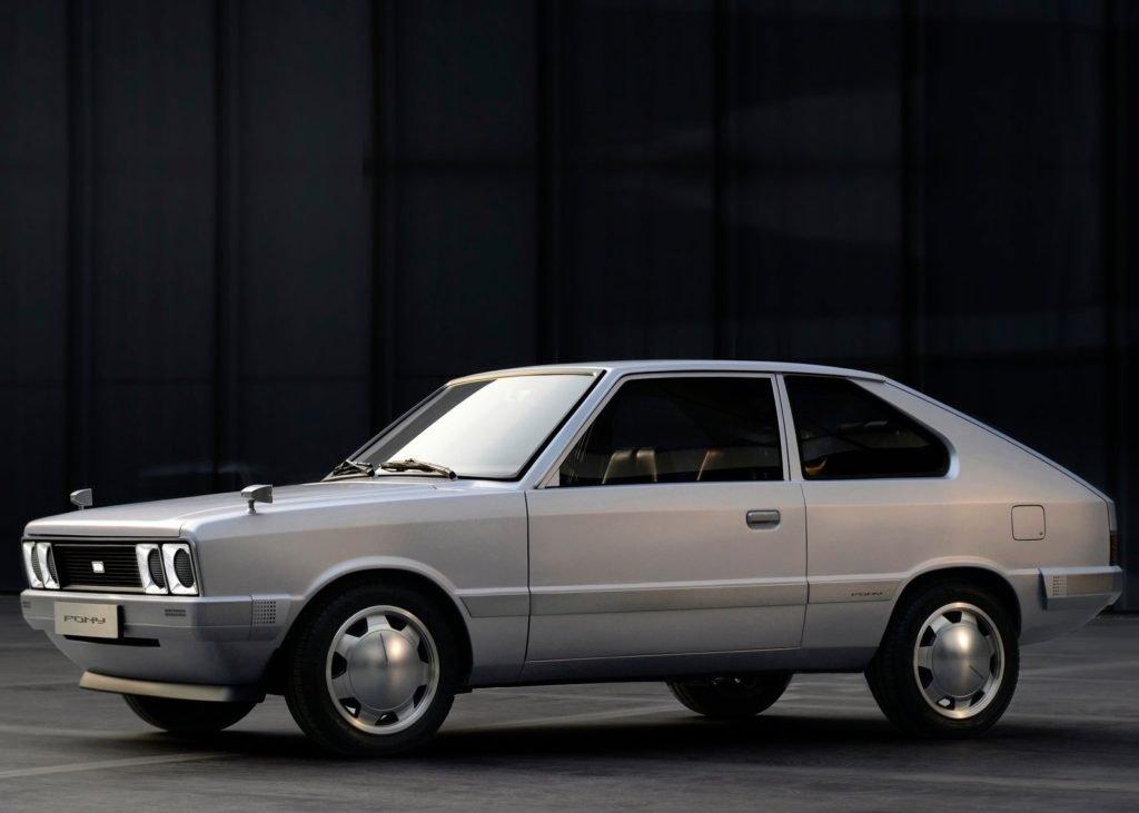 Hyundai превратил свой первый серийный авто в электрокар