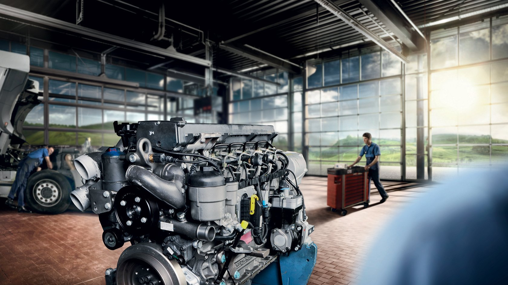 Mercedes-Benz Trucks вывел на российский рынок линейку масел RoadStar