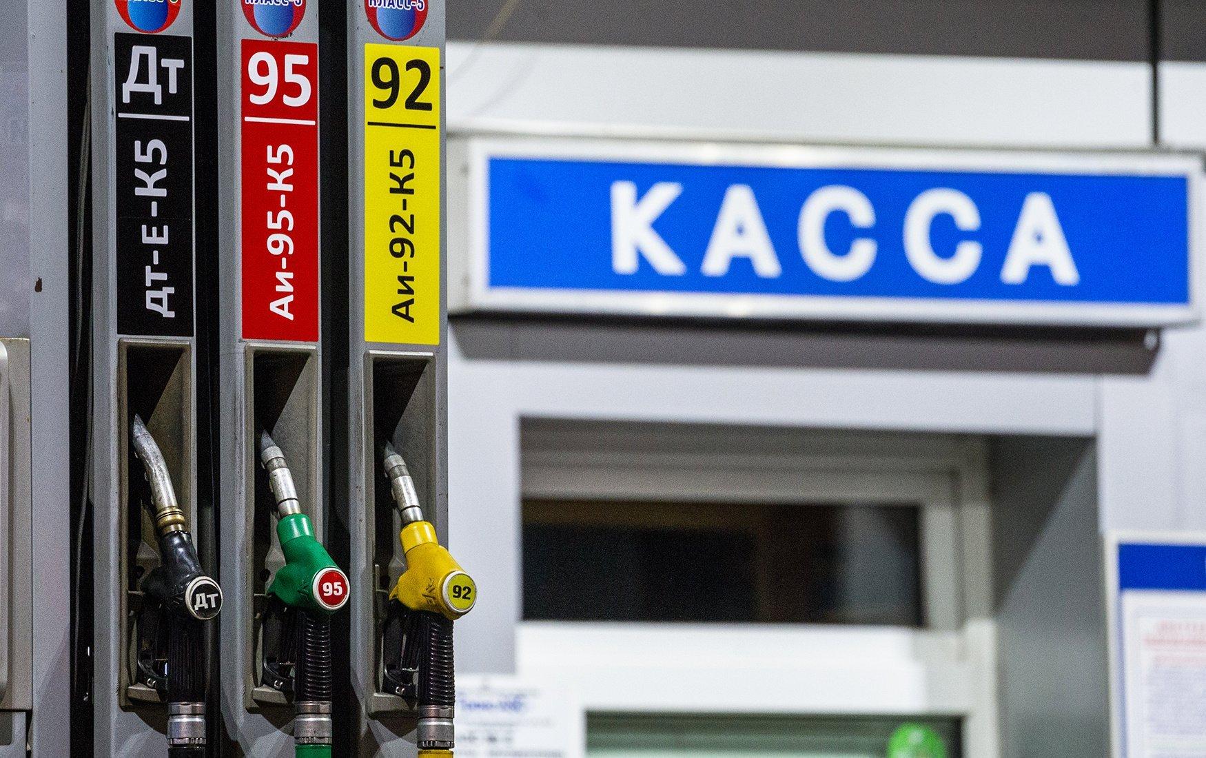 ФАС потребует от владельцев заправок объяснить рост цен на бензин