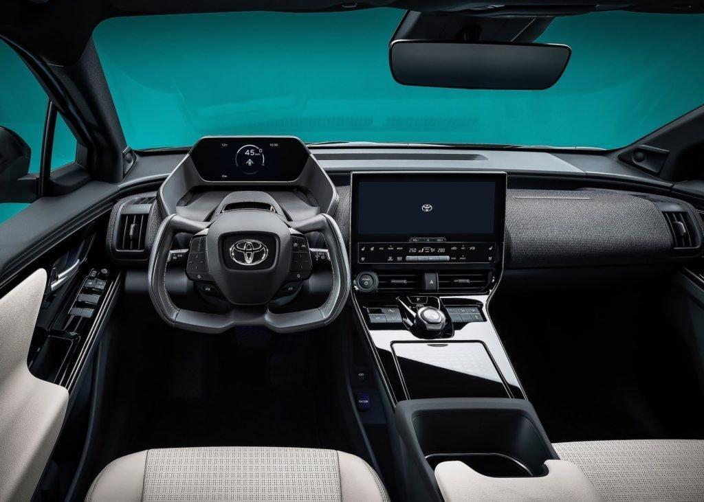 Toyota показала первенца новой электрической линейки