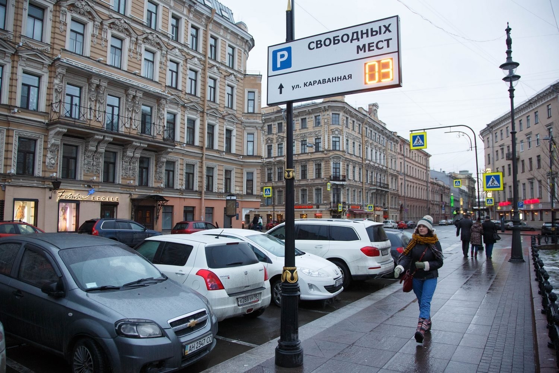 Петербургским водителям предложили делиться парковкой за деньги