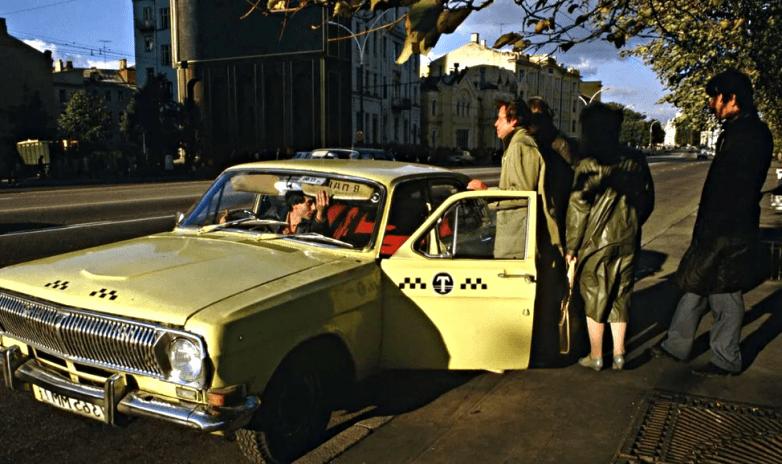 Сколько стоил бензин и какие зарплаты были у водителей в СССР