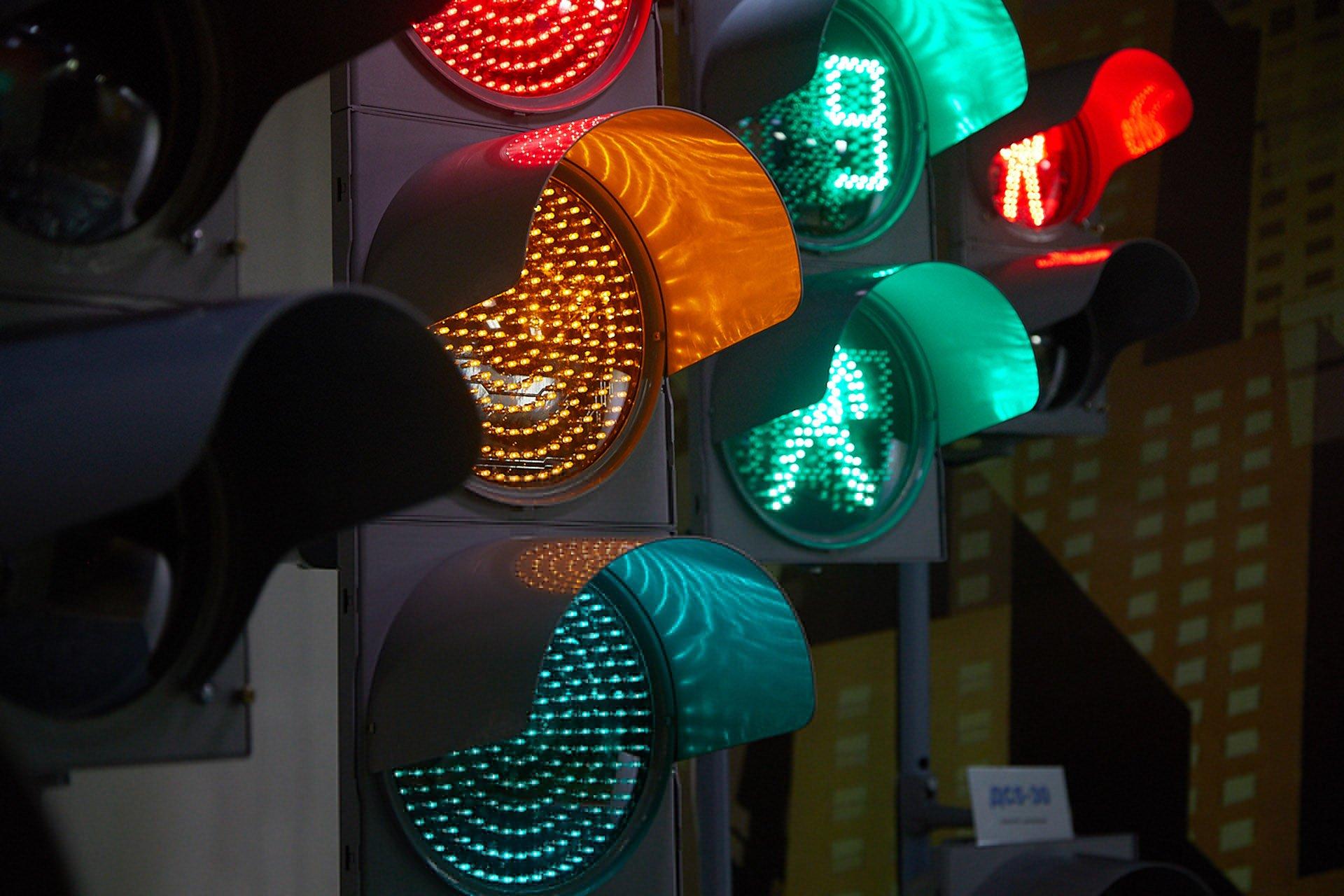 ЦОДД Москвы потратит 100 млн рублей на «умные» светофоры