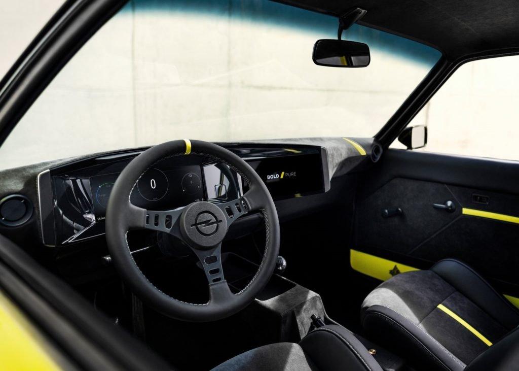 Opel возродил легендарное купе Manta в виде электромобиля