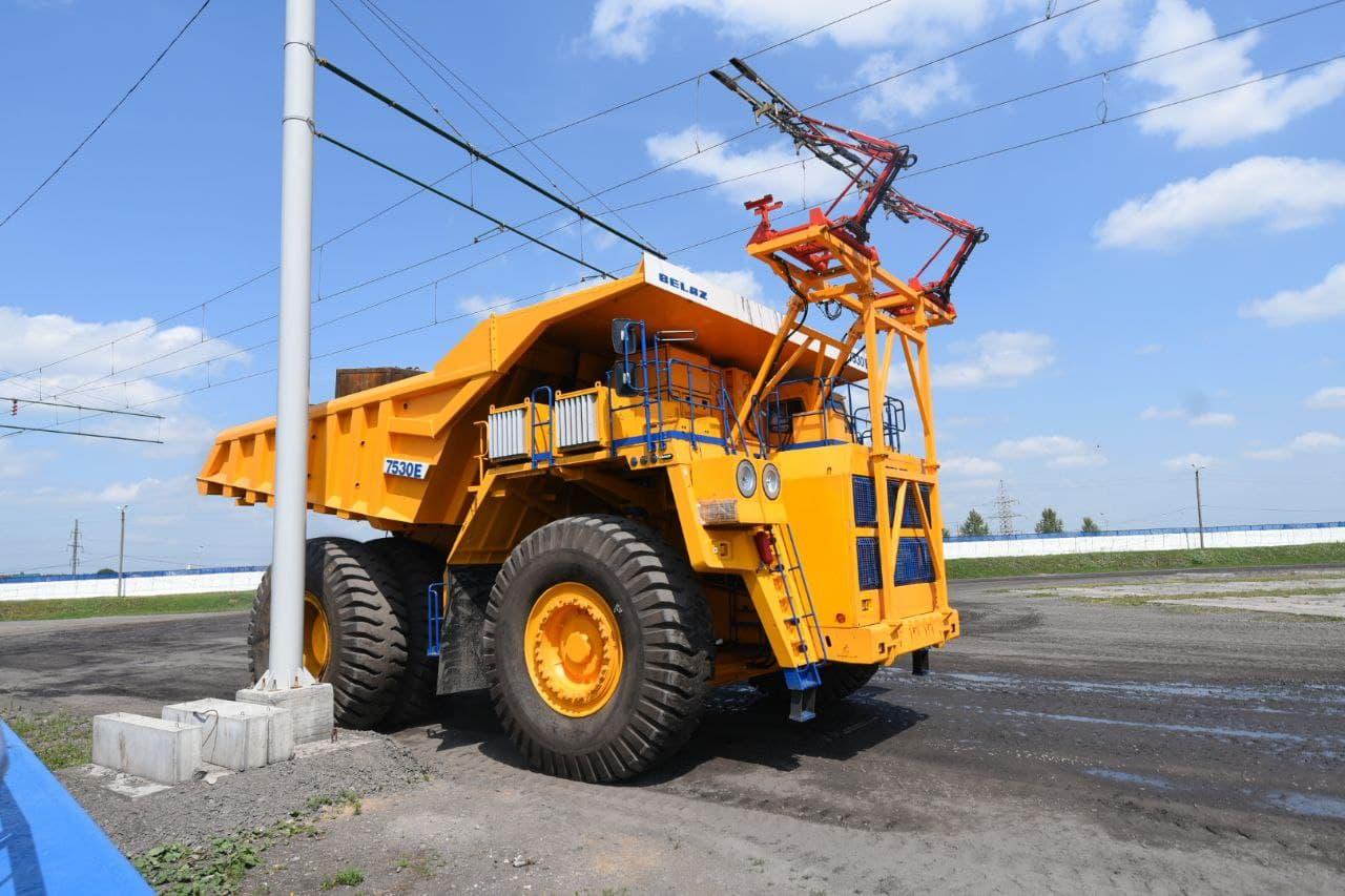 200-тонный «троллейбус» БЕЛАЗ: зрелище впечатляет