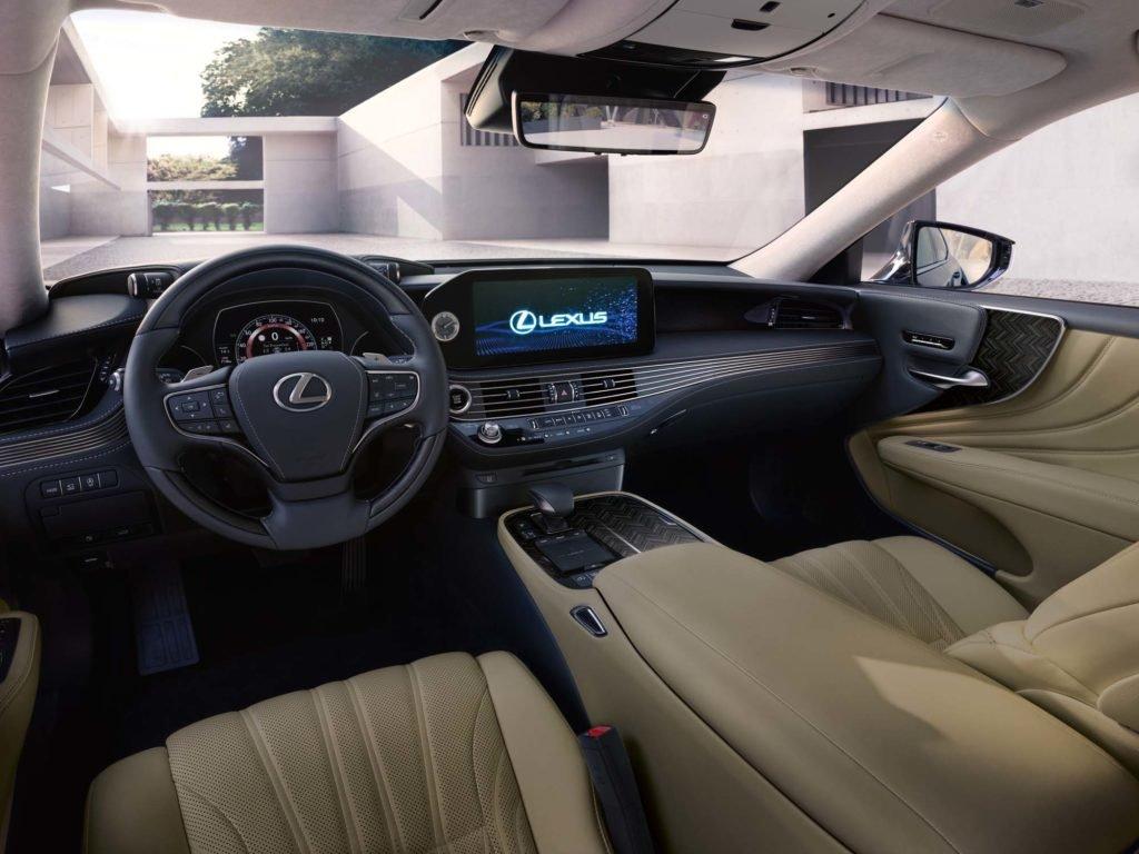 В России начались продажи обновленного Lexus LS: показываем цены
