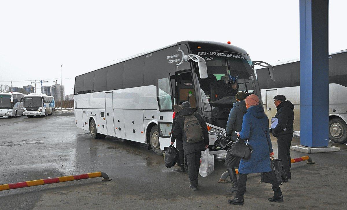 «Если бы я не приехал, как людям в глаза бы смотрел?» – автобусные перевозчики пожаловались на трудности в работе