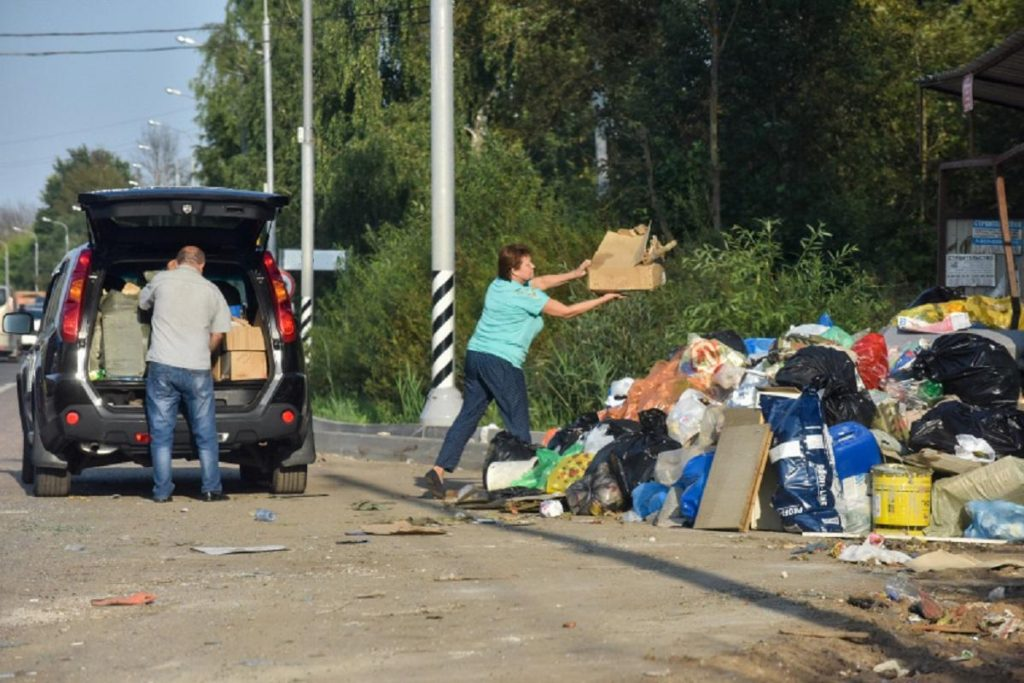 Выкинул мусор из машины – прилетел штраф на 200 тысяч