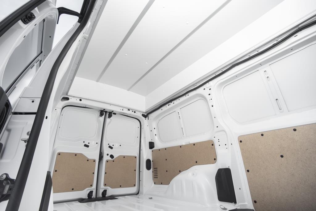 Peugeot объявил цены и спецификации фургона Expert с высокой крышей