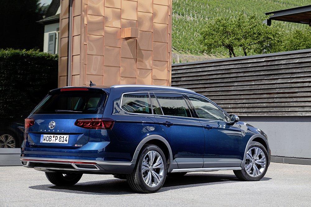 VW привезет в Россию большой «внедорожный» универсал