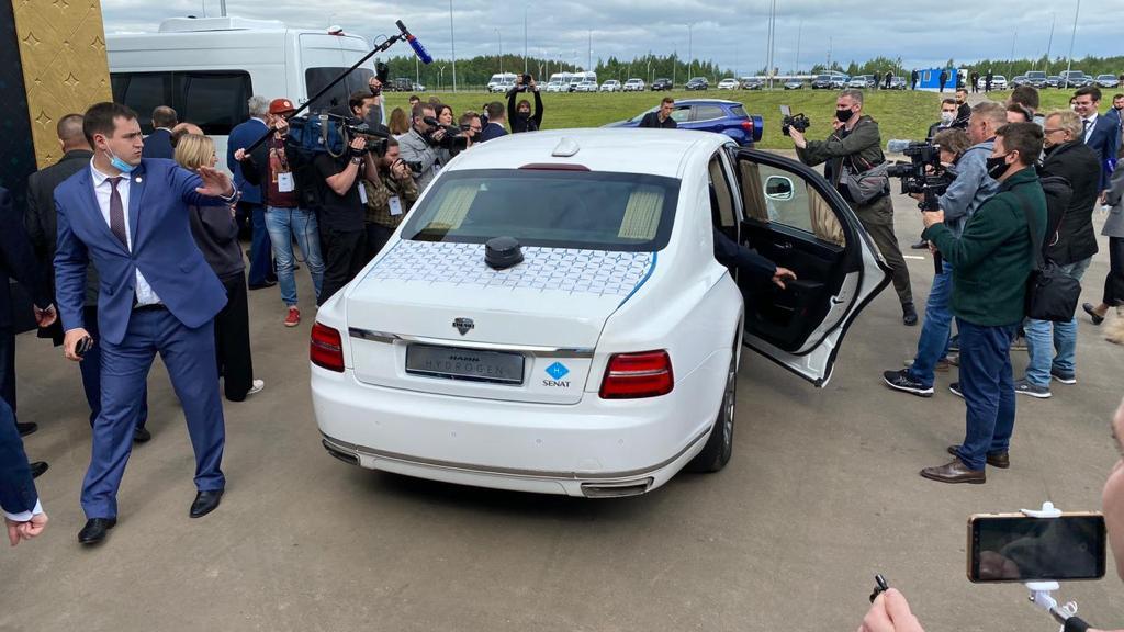 Денис Мантуров испытал водородный Aurus