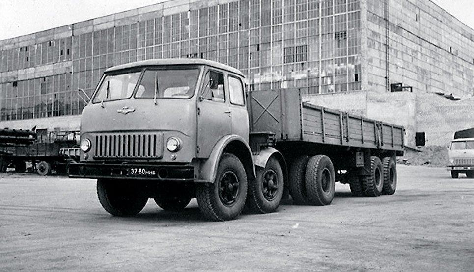 «Грузовик наоборот».  История МАЗ-520В –  уникального тягача с двумя управляемыми осями