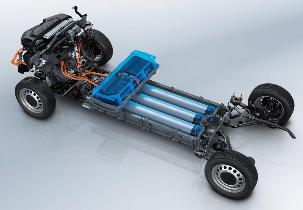 Фургон Peugeot Expert с необычной начинкой: водород вместо солярки, заправка за три минуты и дальность хода 400 км