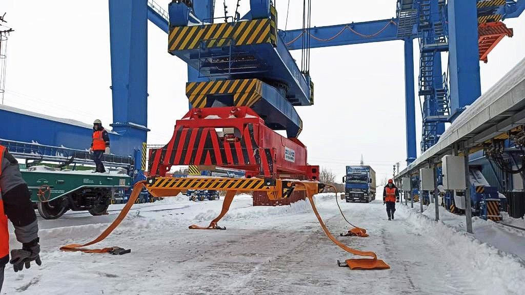 Фура плюс поезд: почему контрейлерные перевозки не прижились в России