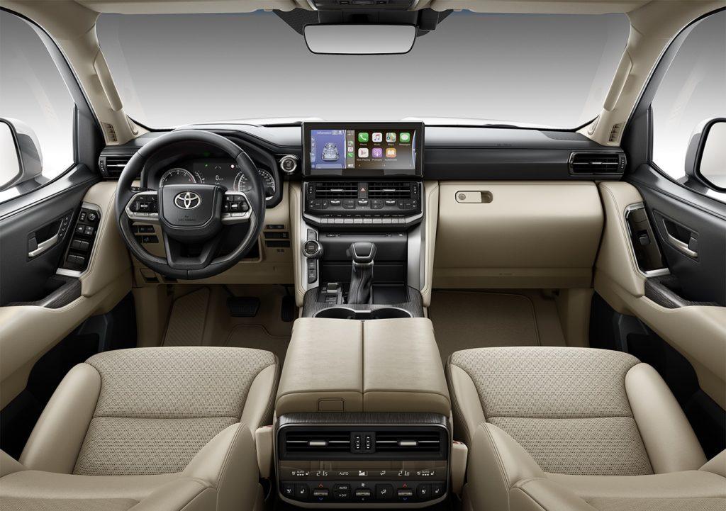 Сколько стоит Toyota Land Cruiser 300 в России: цены выросли больше, чем на миллион