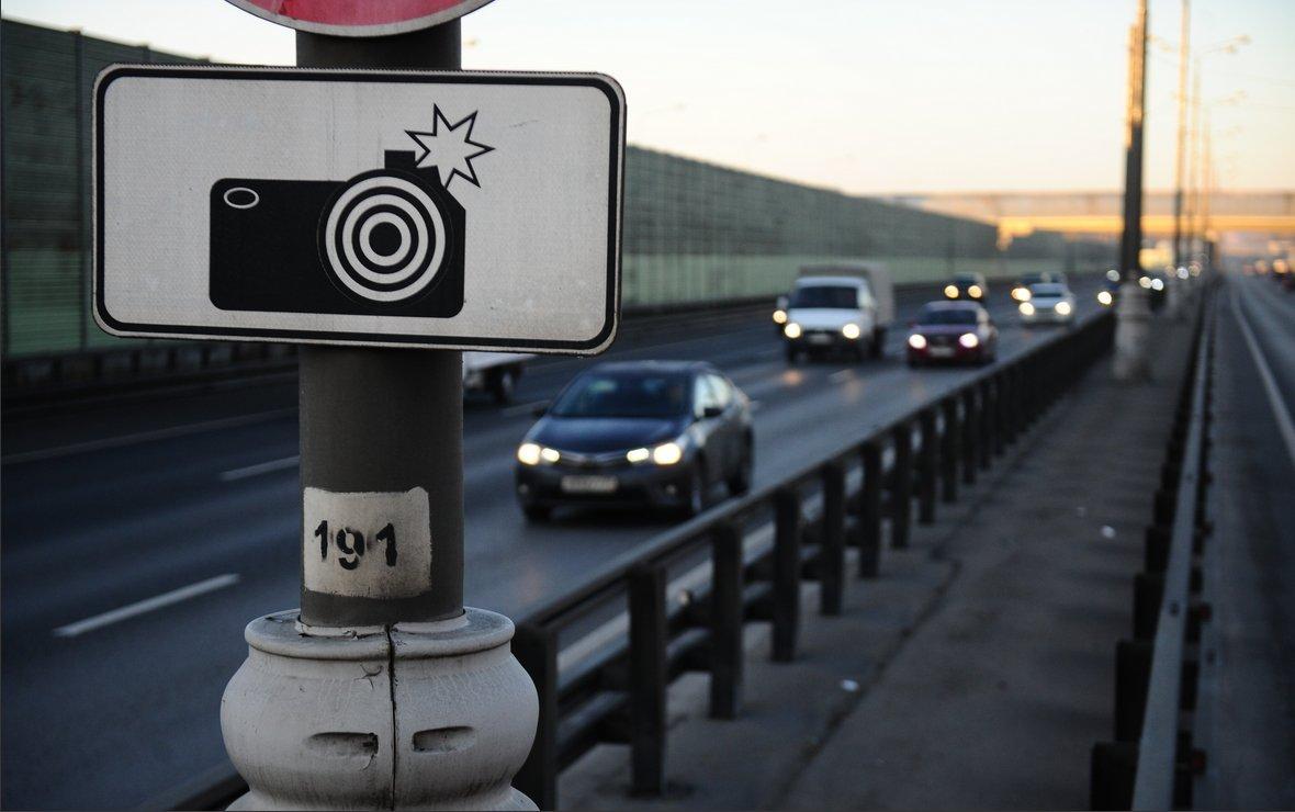 ГИБДД выписало 56 тысяч штрафов с камер за мобильник и езду без ремня