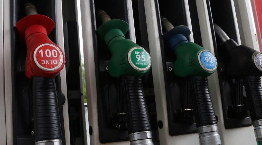 Почему бензин в России не может стоить 20 рублей за литр