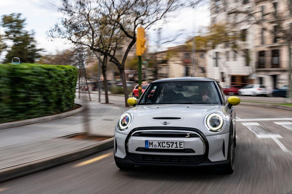 Mini привезет в Россию электрический Cooper SE