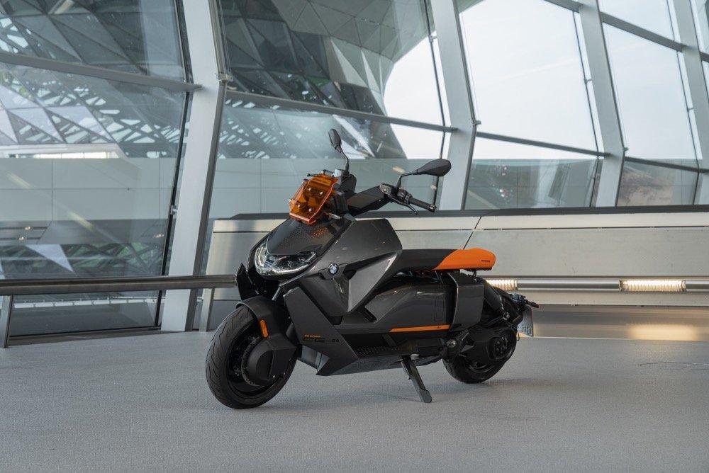 Новый BMW CE 04 – бесшумная революция