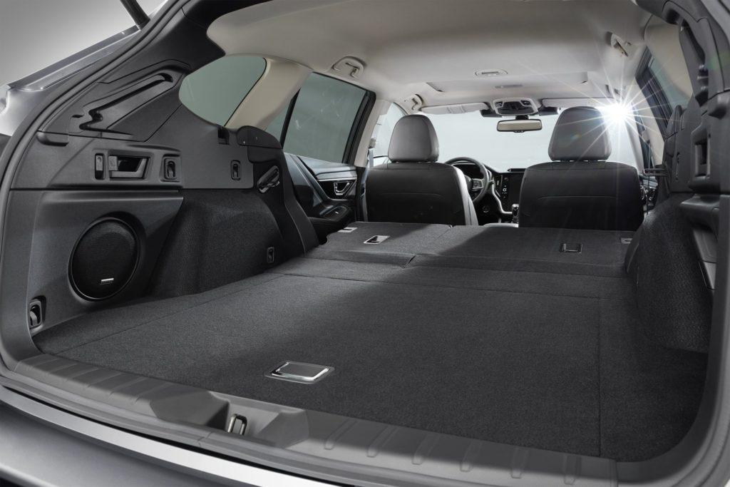 Названа цена нового Subaru Outback для России