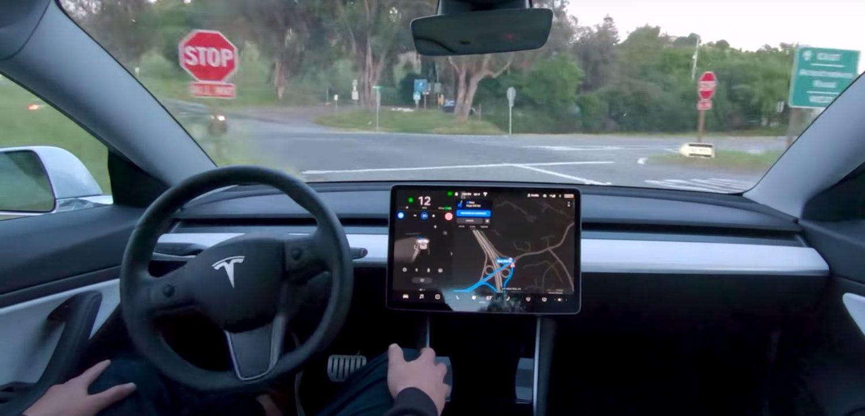 Владельцам Tesla придется ежемесячно платить за автопилот