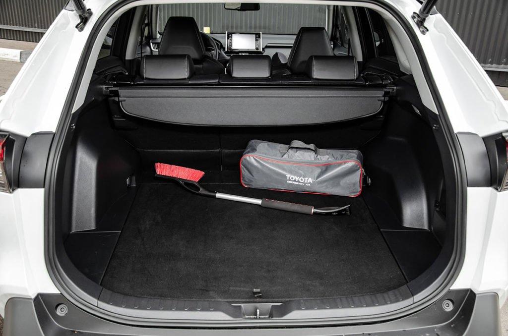 Взял Toyota RAV4 с 2-литровым мотором и через 1,5 месяца поменял на более мощный: делаю выводы
