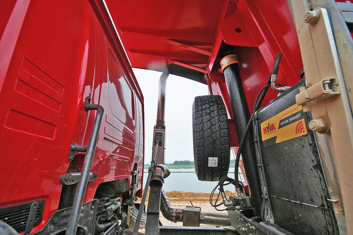 Грузовые внедорожники Scania: испытали новинки в подмосковном карьере