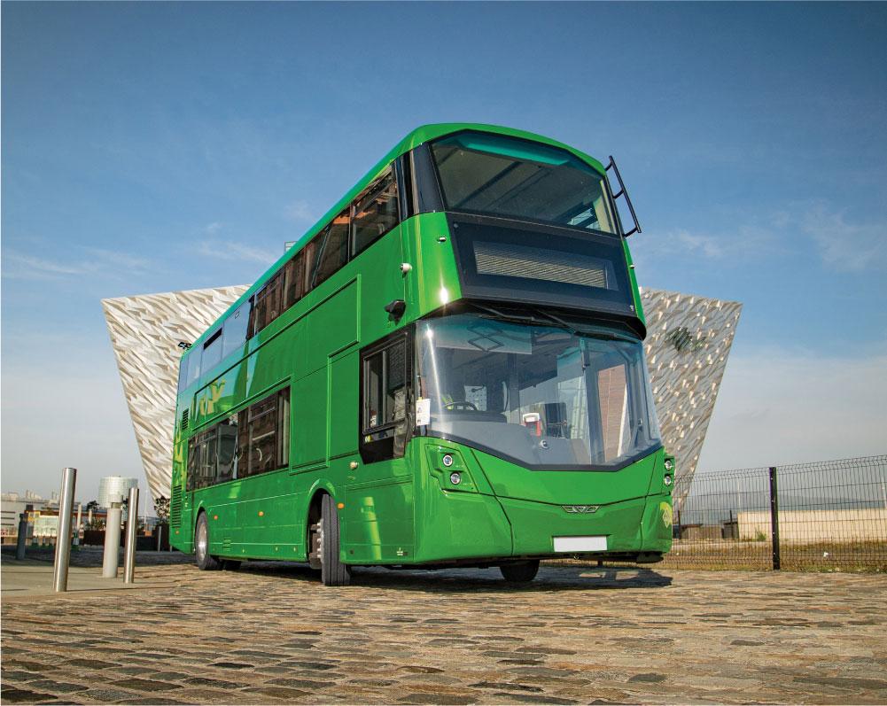 Двухэтажный водородный автобус Wrightbus прибыл в Бирмингем