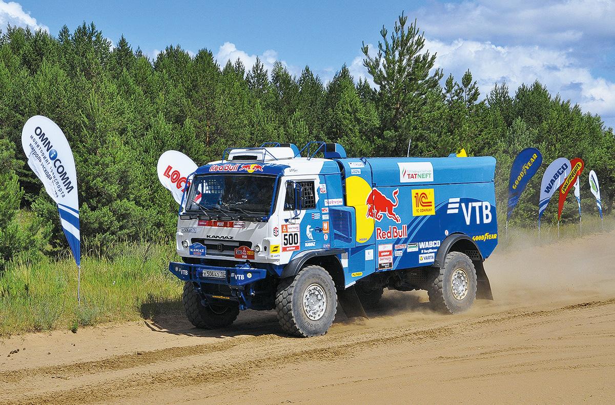 Борщ за 25 рублей, новый гоночный грузовик и душ со счетчиком: будни команды КАМАЗ-Мастер на «Шелковом пути»