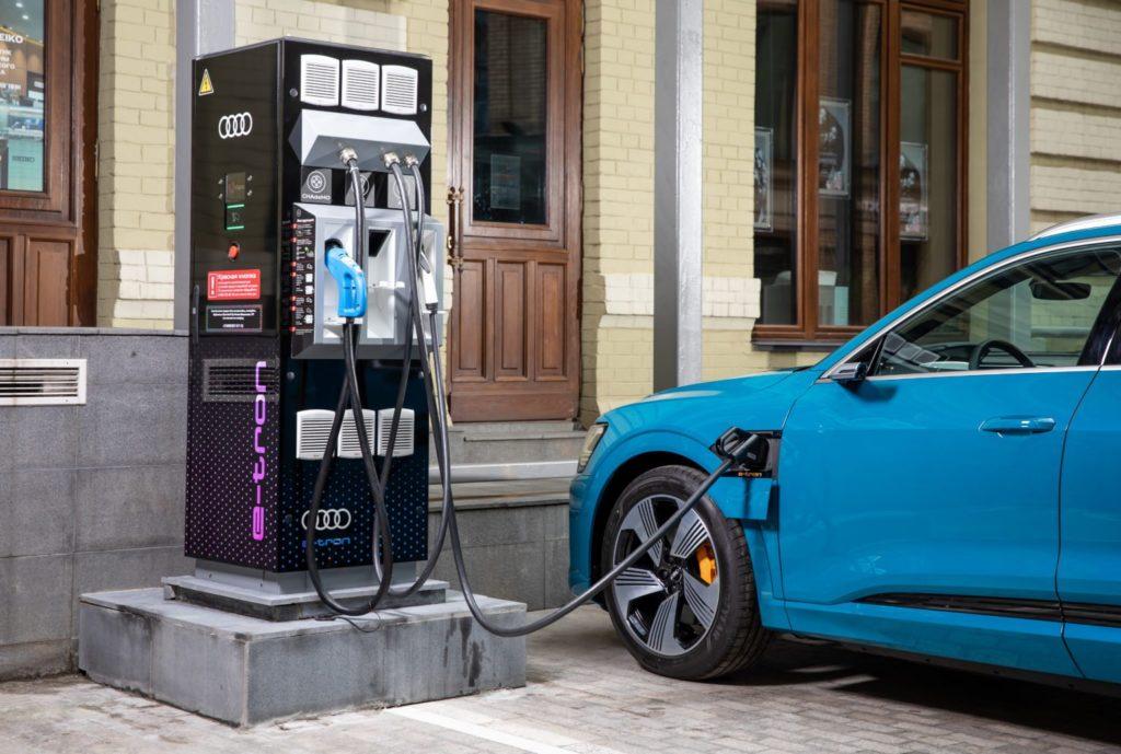 Россия массово перейдет на электромобили: названы сроки