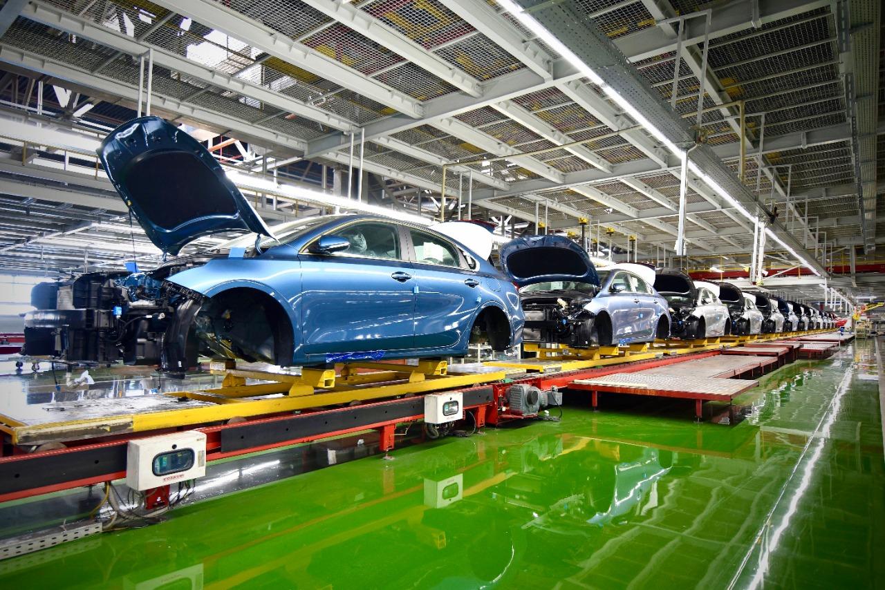 Обновленный Kia Cerato засняли на конвейере российского завода
