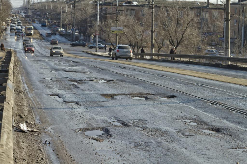 Чиновников заставят считать ямы на дорогах