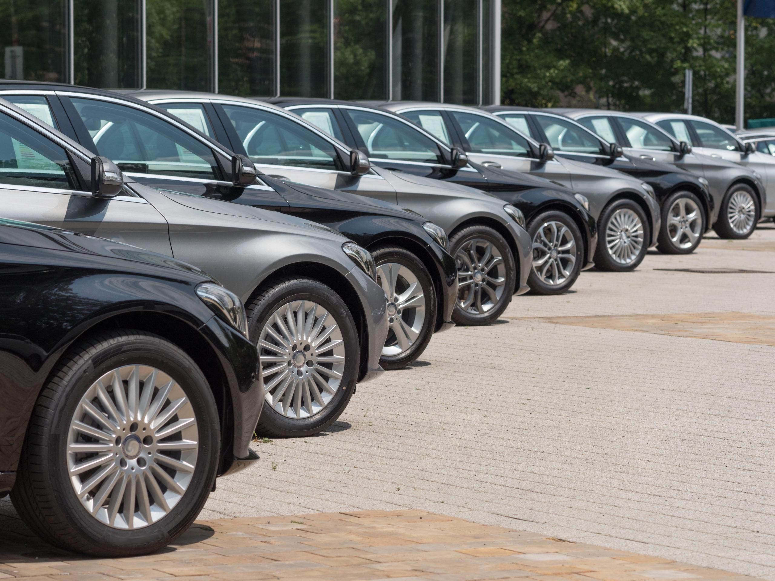 Дилеров подвела жадность: продажи новых машин в России рухнули