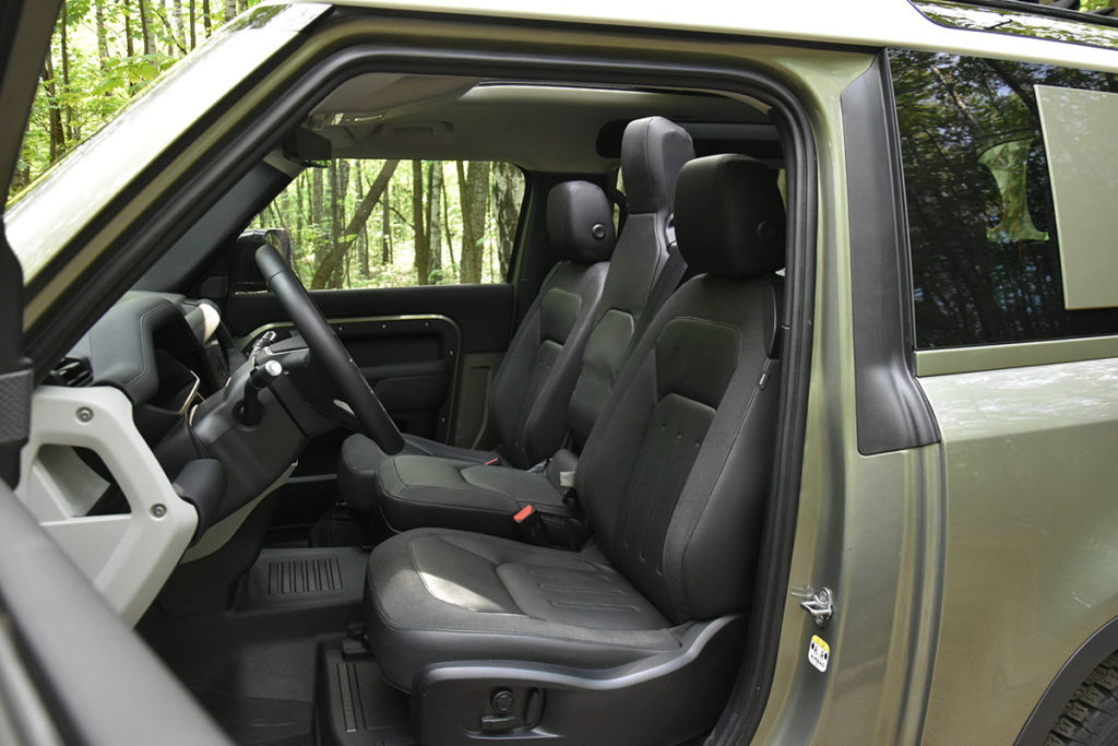 Jeep Wrangler против Land Rover Defender 90. Кто кого?