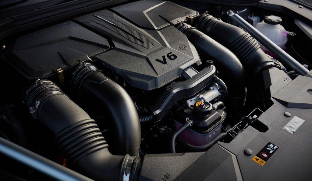 Немцы капитулируют: названы цены Genesis GV70 в России