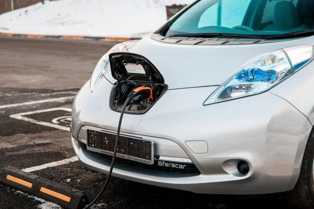 В России ты никому не нужен: почему владельцы  электромобилей вынуждены терпеть и страдать