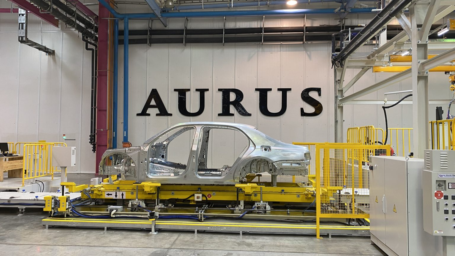 Двигатели лимузина Aurus получат детали с КАМАЗа, но на заводе это скрывают