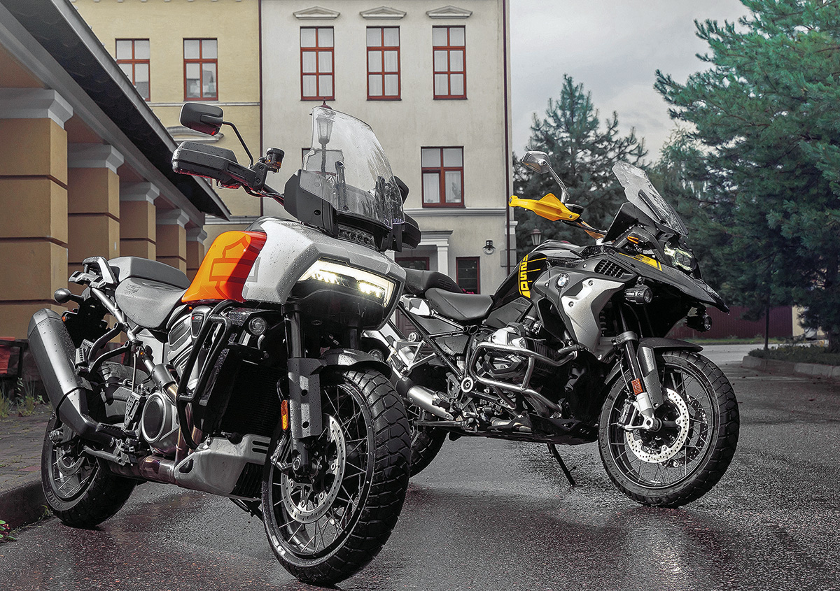 Сравнил Harley-Davidson Pan America 1250 Special и BMW R1250 GS: нетрадиционный «американец» против немецкого «Гуся»