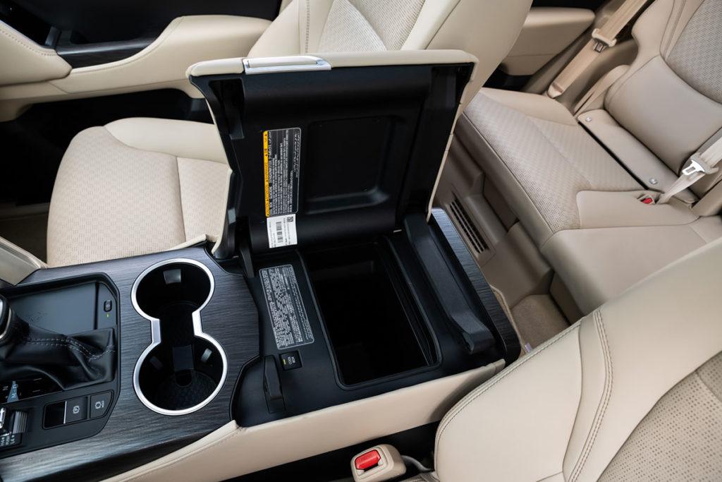 На что способен Land Cruiser 300: тест самого крутого внедорожника Toyota