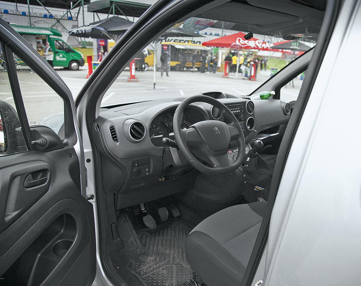 Длительный тест Peugeot Partner: как едет, какой расход, сколько везёт? Отвечаем на самые популярные вопросы
