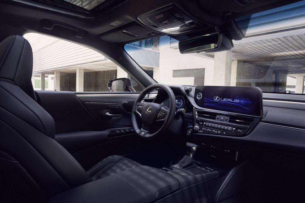 Обновленный Lexus ES уже можно заказать в России: названы цены
