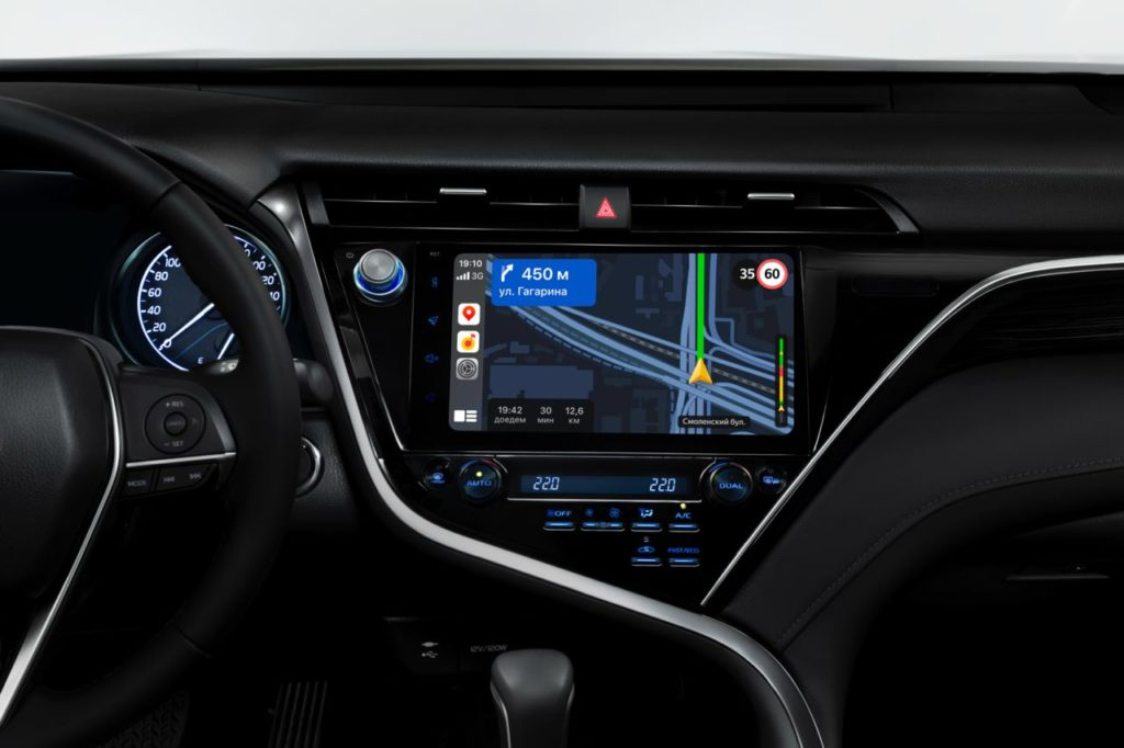 Яндекс Навигатор теперь работает с Apple CarPlay и Android Auto, но за деньги