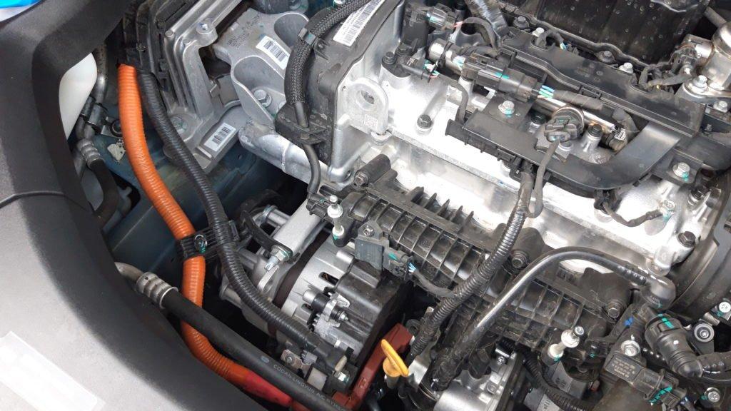 Три цилиндра, мягкий гибрид и полный привод: чем удивил Geely Atlas Pro за 2,2 миллиона рублей